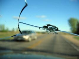 iskiles-automobilio-priekinis-stiklas-5062c2484cbfa